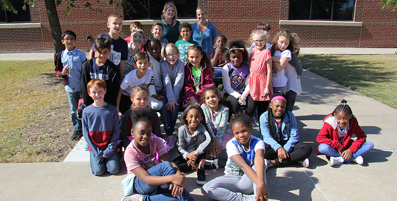 Student Ambassadors and New Students at Elliott Elementary